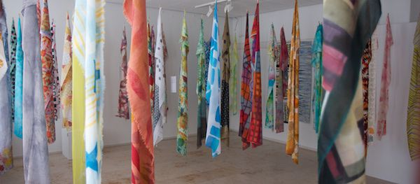 Nu in de Galerie van Hawar - De prachtige sjaals gemaakt door de studenten van Dionne Swift